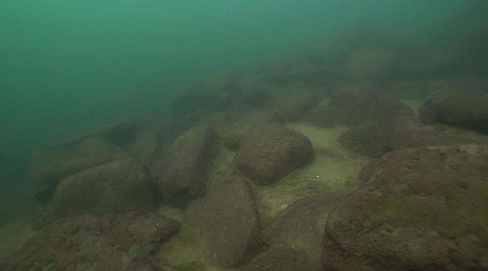 水下金字塔 石块